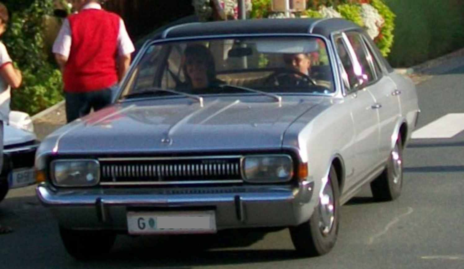 11077_opel_commodore.jpg